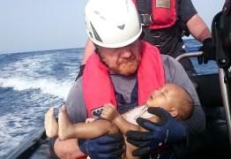 Morre mais um bebê durante resgate de imigrantes no Mediterrâneo