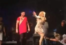 VEJA VÍDEO: Fã quase derruba Joelma durante show de Réveillon