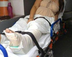 gravida 1 300x237 - Mulher grávida e filha de oito anos sofrem acidente de moto