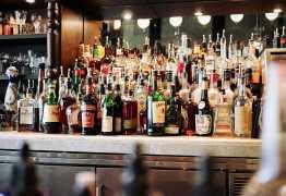 Irmãos morrem a tiros dentro de bar; vítima foi decapitada
