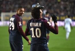 Em meio a atritos e shows, Neymar iguala mês mais artilheiro da carreira