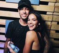 Bruna e Neymar são chamados de 'casal simpatia' por turistas de Noronha
