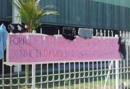 """Deputados recuam de """"auxílio-paletó"""" após protestos no Amapá"""