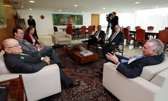 temer - Temer recebe de pastores a Silvio Santos em busca de apoio fora do Congresso