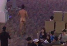 Nu, homem defeca em aeroporto e joga fezes nas pessoas após overdose de Viagra – VEJA VÍDEO