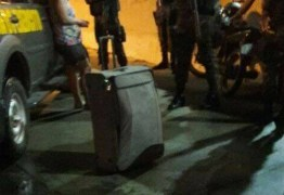Mulher é flagrada com o corpo do marido dentro de mala