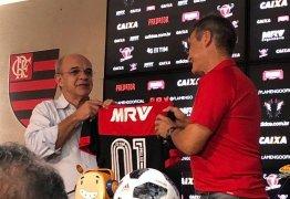 Novo técnico do Flamengo, Carpegiani fecha as portas para Adriano Imperador