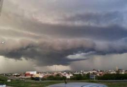 Chuva deixa ruas alagadas em Patos e Defesa Civil orienta população