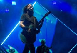 VEJA VÍDEO: Fãs cantam 'Evidências' em saída de show do Foo Fighters