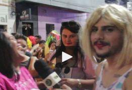 CARNAVAL DE CAJAZEIRAS: Vereador se veste de mulher e faz homenagem a time paraibano- Veja vídeo