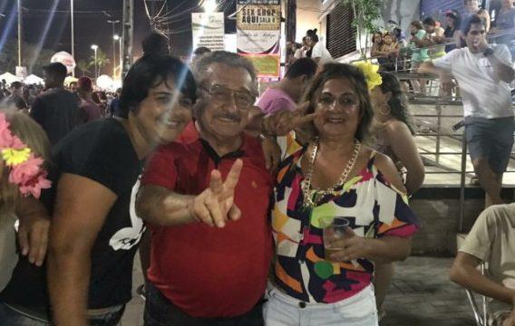 Screenshot 20180208 093425 e1518094889687 - CARNAVALESCO: senador Maranhão desce Avenida seguindo trio nas Muriçocas do Miramar