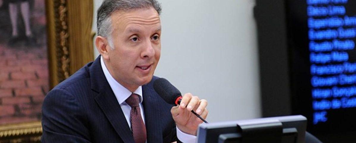 """aguinaldo ribeiro 1197x480 - """"Clã"""" Ribeiro queixa-se de alijamento nas decisões para sucessão"""