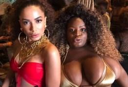 VEJA VÍDEO: De biquíni, Anitta e Jojo Toddynho curtem piscina antes do Carnaval