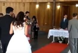 Marcha nupcial de casamento tem uma surpresa para a noiva
