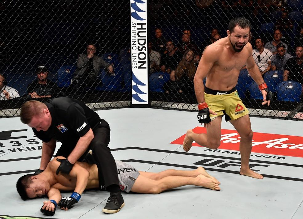 """gettyimages 916744794 - UFC: Formiga avisa Demetrious para esquecer Dillashaw: """"Eu mereço a chance"""""""