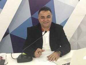 gutemberg cardoso camisa branca 300x225 - Gutemberg Cardoso questiona: 'Quem se lançará candidato em meio a confusão da oposição?' - Veja Vídeo