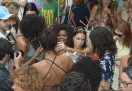 Jojo Todynho causa tumulto ao circular pela Oscar Freire, em São Paulo