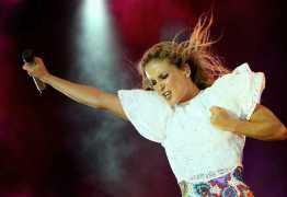 Claudia Leitte e Pitbull abrem Carnaval de Salvador nesta quinta