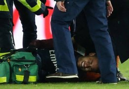 PSG vence, mas Neymar deixa campo chorando e preocupa