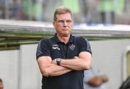 Atlético-MG demite Oswaldo de Oliveira um dia após confusão com repórter