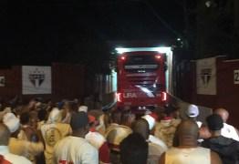 Em protesto no CT, torcida pede saída de Dorival e quer Luxemburgo no São Paulo