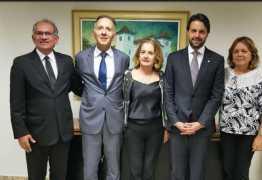 Aguinaldo busca liberação de recursos com prefeitos em Brasília
