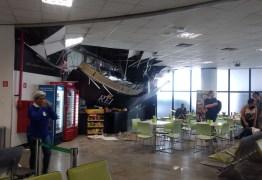Televisão se solta e derruba teto da área de embarque de aeroporto