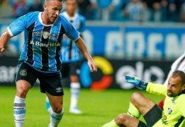 Arthur é contratado pelo Barcelona, mas fica no Grêmio até o fim de 2018