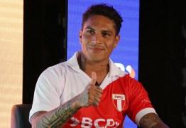 Volta de Guerrero: atacante vai treinar com grupo e avaliar extensão de contrato