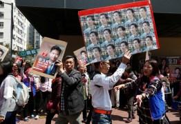 Hong Kong vai às urnas em eleição que é crucial para democratas