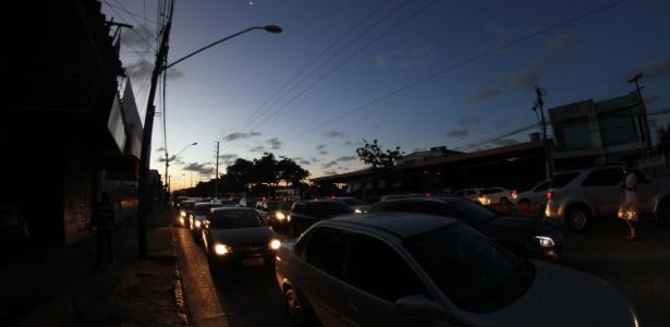 21mar2018 apagao na cidade de recife pe deixou a avenida abdias de carvalho completamente sem energia 1521668426063 615x300 - Falha em disjuntor no Pará provocou apagão, diz ONS