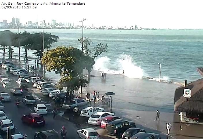 7f97490a 07d6 4f92 99ad e4a9e5f349a2 - VEJA VÍDEOS: Ressaca causa inundações nas praias de Tambaú e Cabo Branco