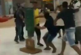 VEJA VÍDEO: Grupo de jovens trocam socos e pontapés dentro de shopping da capital