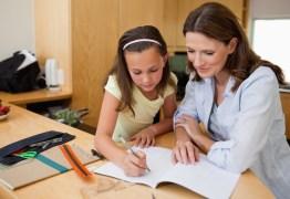 Conheça o polêmico sistema de ensino que faz com que pais tirem as crianças da escola