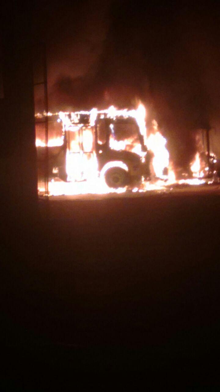 bfc31777 e452 4a0e a376 c91a4c3b439d - VEJA VÍDEO: Incêndio destrói cinco ônibus da prefeitura de São Bento e a suspeita é que tenha sido criminoso