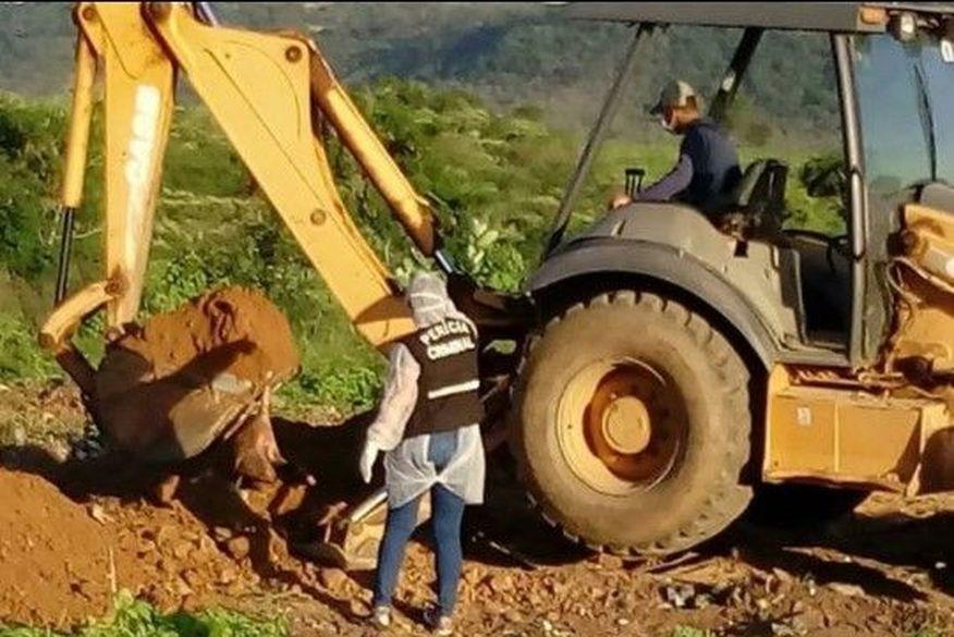 cachorros   igaracy 2 - Peritos encontram cachorros mortos na chacina de Igaracy enterrados em lixão