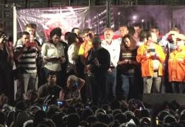 Lula encerra caravana em ato público ao lado de Manuela e Boulos