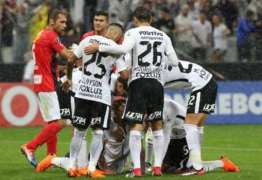 Sheik brilha, Corinthians bate o Lara e vira líder na Copa Libertadores