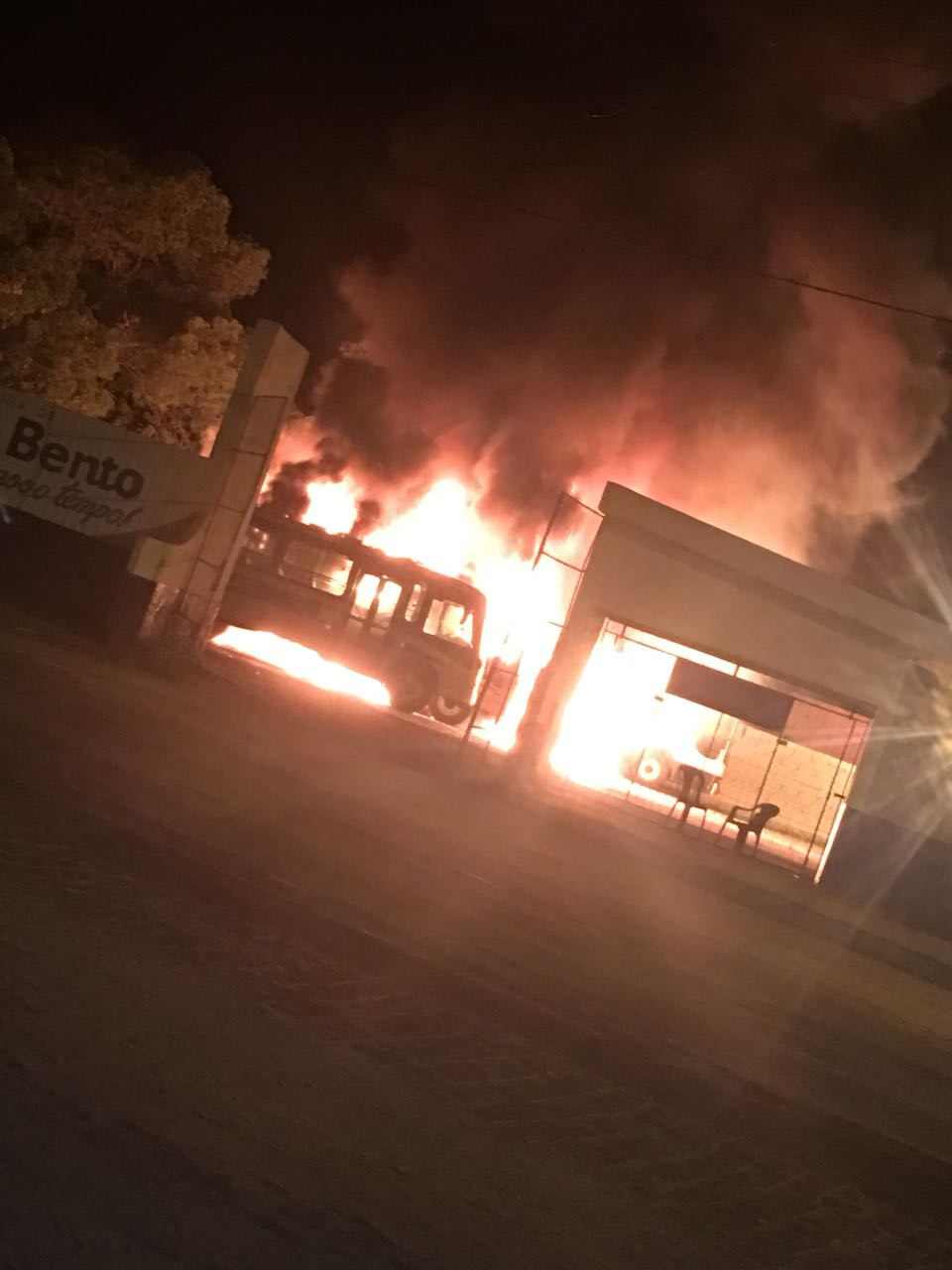 d8cea245 31b4 48cb 9562 6aeb806ddfdd - VEJA VÍDEO: Incêndio destrói cinco ônibus da prefeitura de São Bento e a suspeita é que tenha sido criminoso