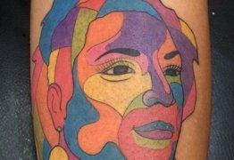 Filha de Marielle Franco tatua rosto da mãe: 'na minha vida e agora na minha pele'
