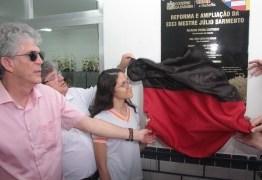 Ricardo entrega reforma de escola em Sousa e autoriza restauração de estrada em Bom Jesus