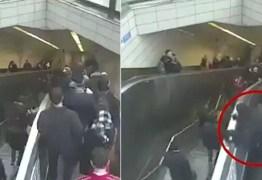 VEJA VÍDEO: Homem é sugado por buraco em escada rolante