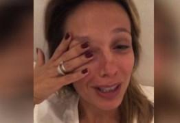 Ativista chora após saber da matança de mais de 30 cachorros no Sertão da PB