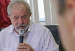 Lula cogita discursar às 16h, uma hora antes do fim do prazo para se entregar à polícia