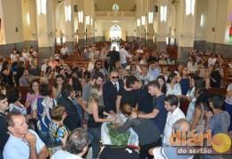 COMOÇÃO: Família e amigos se despedem do radialista Rubens Farias em Cajazeiras