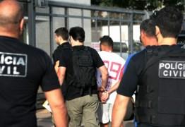 Assessor de deputado é preso em operação contra tráfico de armas