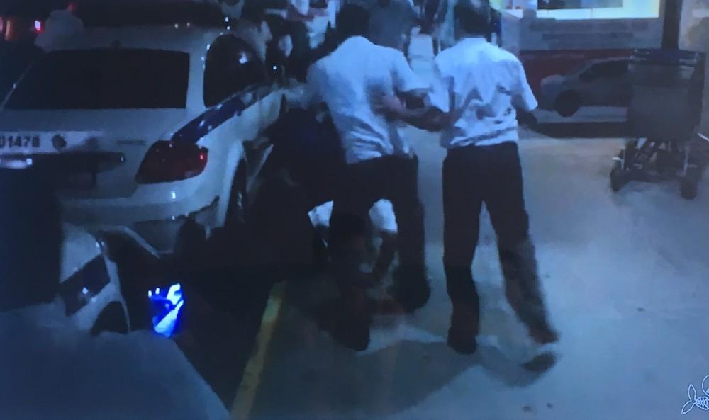 taxi3 - VEJA VÍDEOS: taxistas e motoristas de Uber entram em confronto em aeroporto