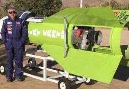 VEJA VÍDEO: Defensor da teoria da Terra plana constrói foguete, se lança aos céus e acaba ferido
