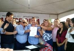 OUÇA: Emerson Panta assina ordem de serviço para Binário de Tibiri e destaca como 'a obra mais importante e esperada'