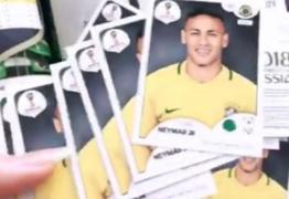 Marquezine ganha álbum da Copa e pacotes de figurinhas tem só as de Neymar